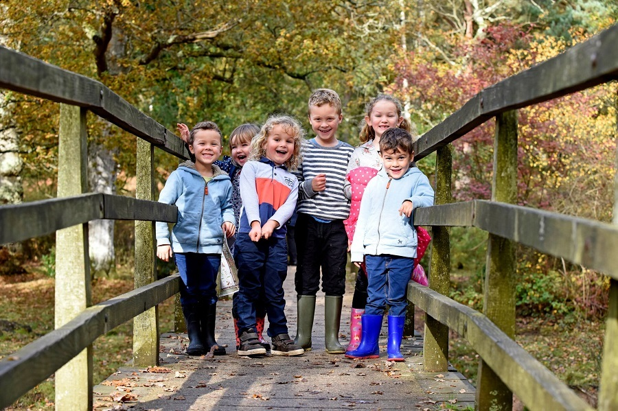 Get outdoors this autumn with your children, this group of 6 children aged 6-10 have been enjoying the autumn foliage on their walk.