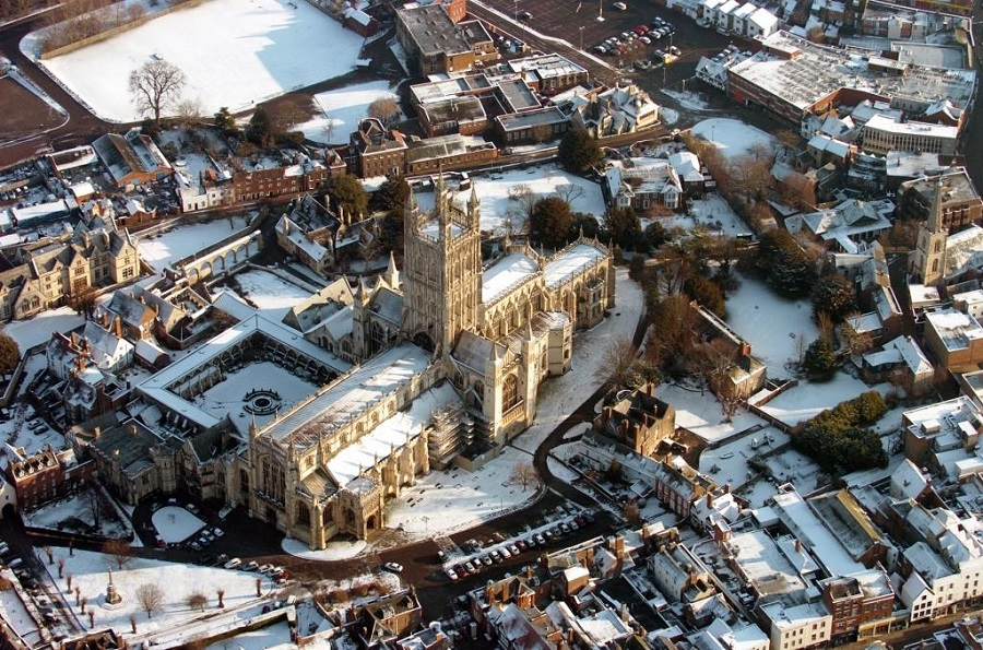 Gloucester in the snow – even during the dead of winter, visiting Gloucester by train reveals a beautiful city.