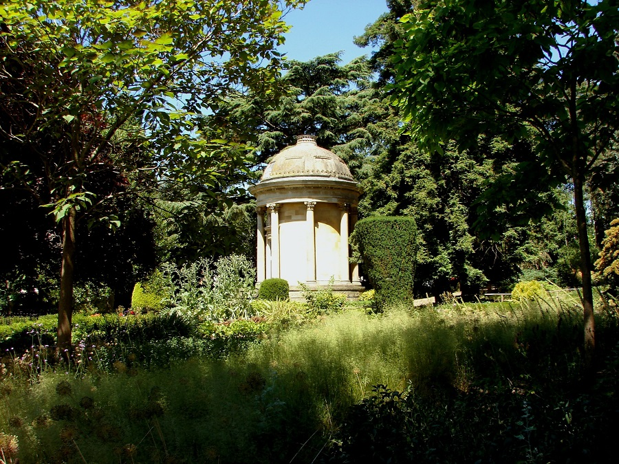 A visit to the beautiful Jephson Gardens is one of the best things to do in Leamington Spa.