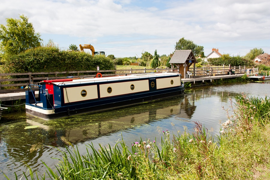 Walking along the Bridgewater canal is a great free thing to do in Taunton, and allows you to explore the local countryside.